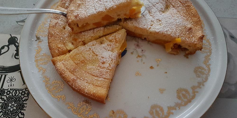 Gâteau flan aux pêches au sirop