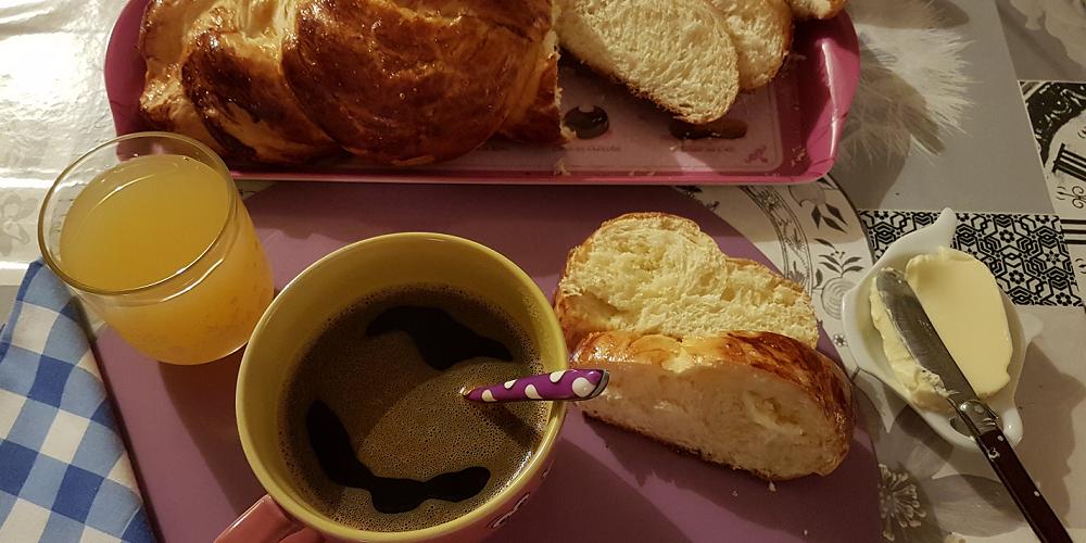 Brioche tressée au beurre