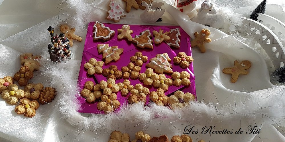 Petits sablés de Noël à la presse à biscuits