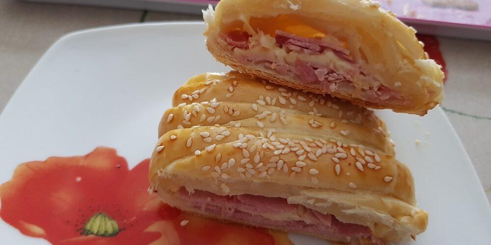 Tresse feuilletée jambon fromage au sésame